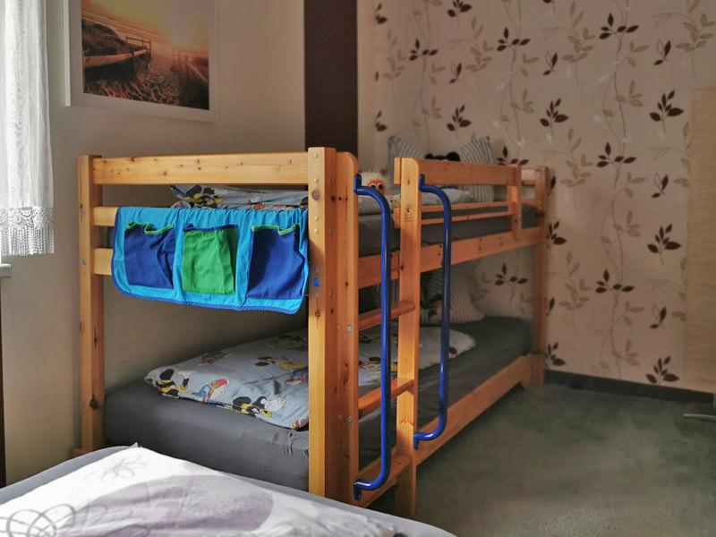 Schlafzimmer mit Kinderetagenbett