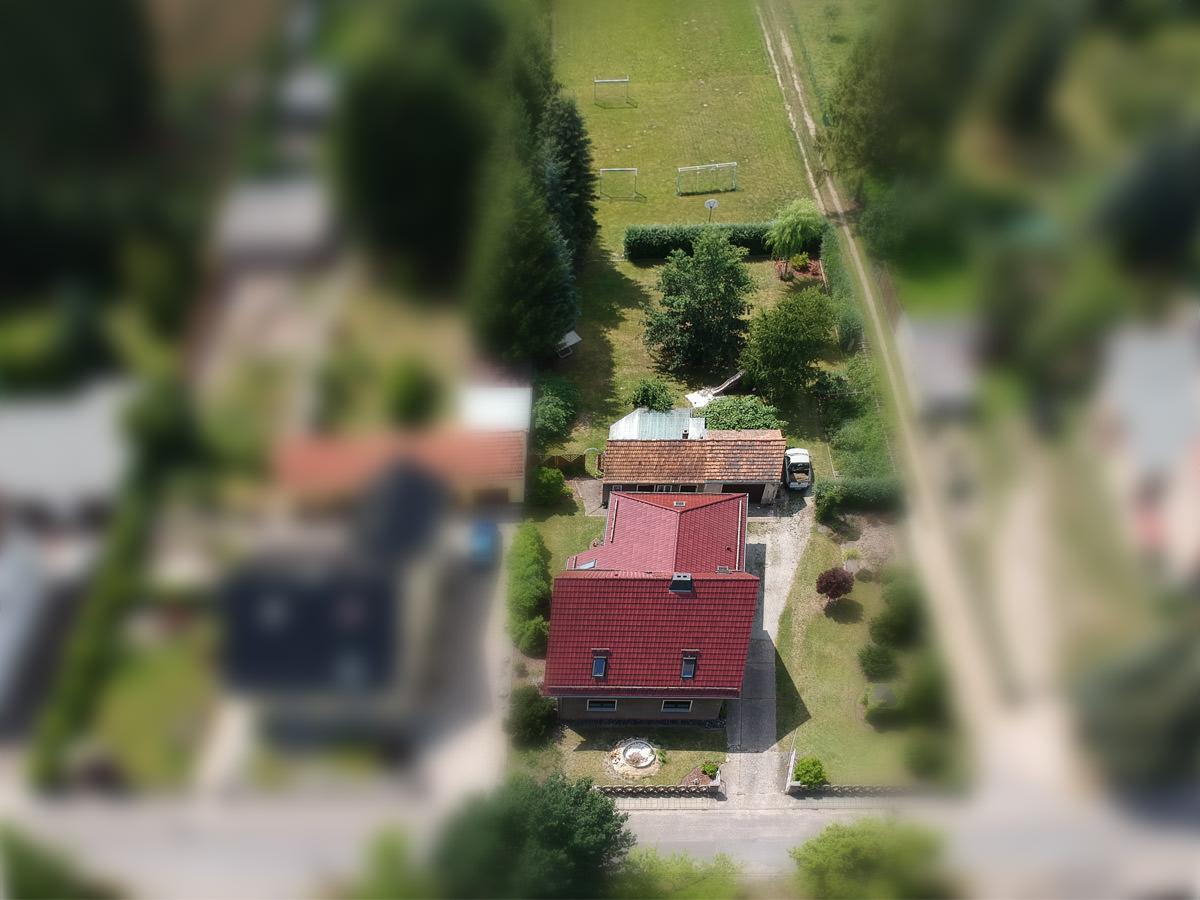 Ein Luftbild unseres Grundstücks.